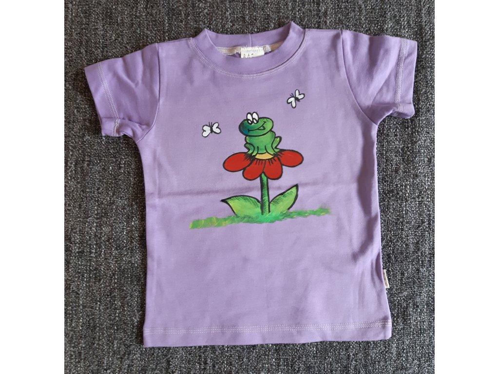 Ručně malované tričko - žabka sedí na kytičce