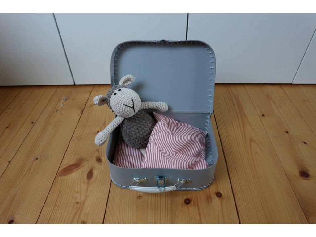 Ovečka hnědošedá v šedivém kufříku