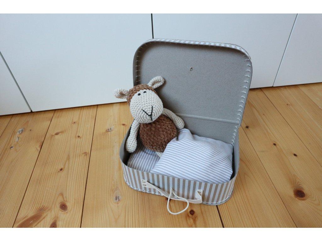 Ovečka medová v proužkovaném kufříku