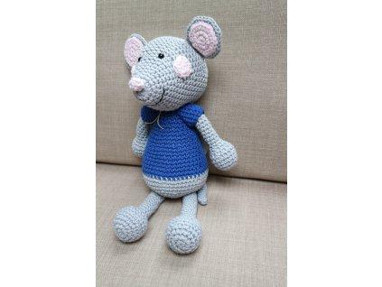 Myška v modrém tričku
