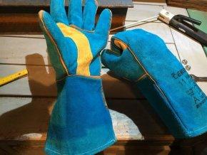 Kožené svářečské rukavice Harpy v dílně