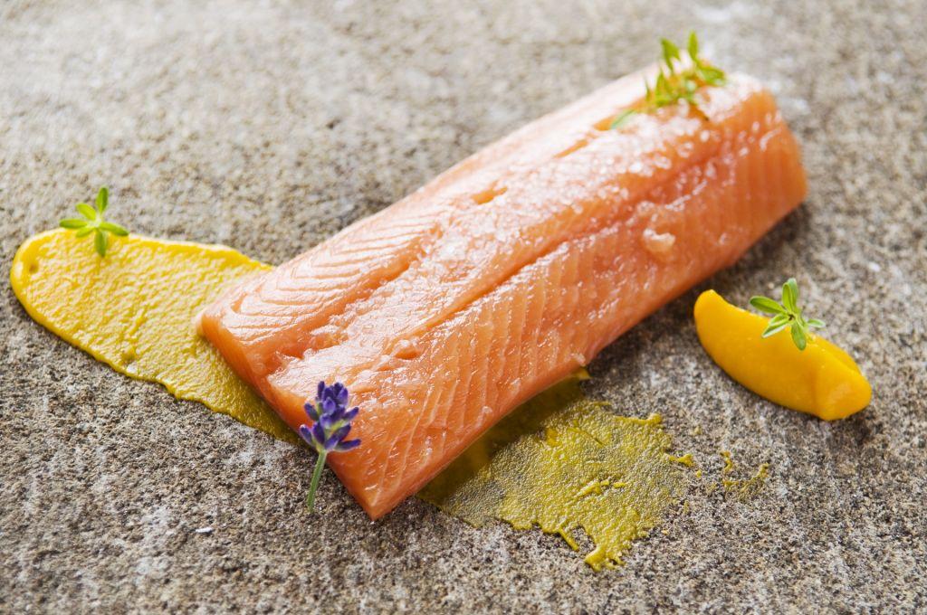 Pstruh lososový v maslovej glazazi a mrkvové variácie