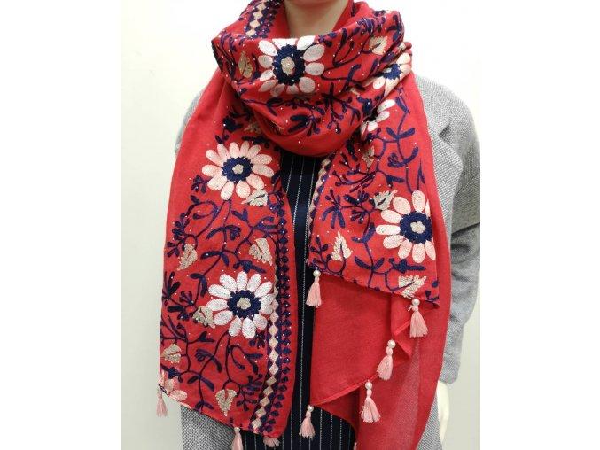 Vyšívaný jemný červený šál