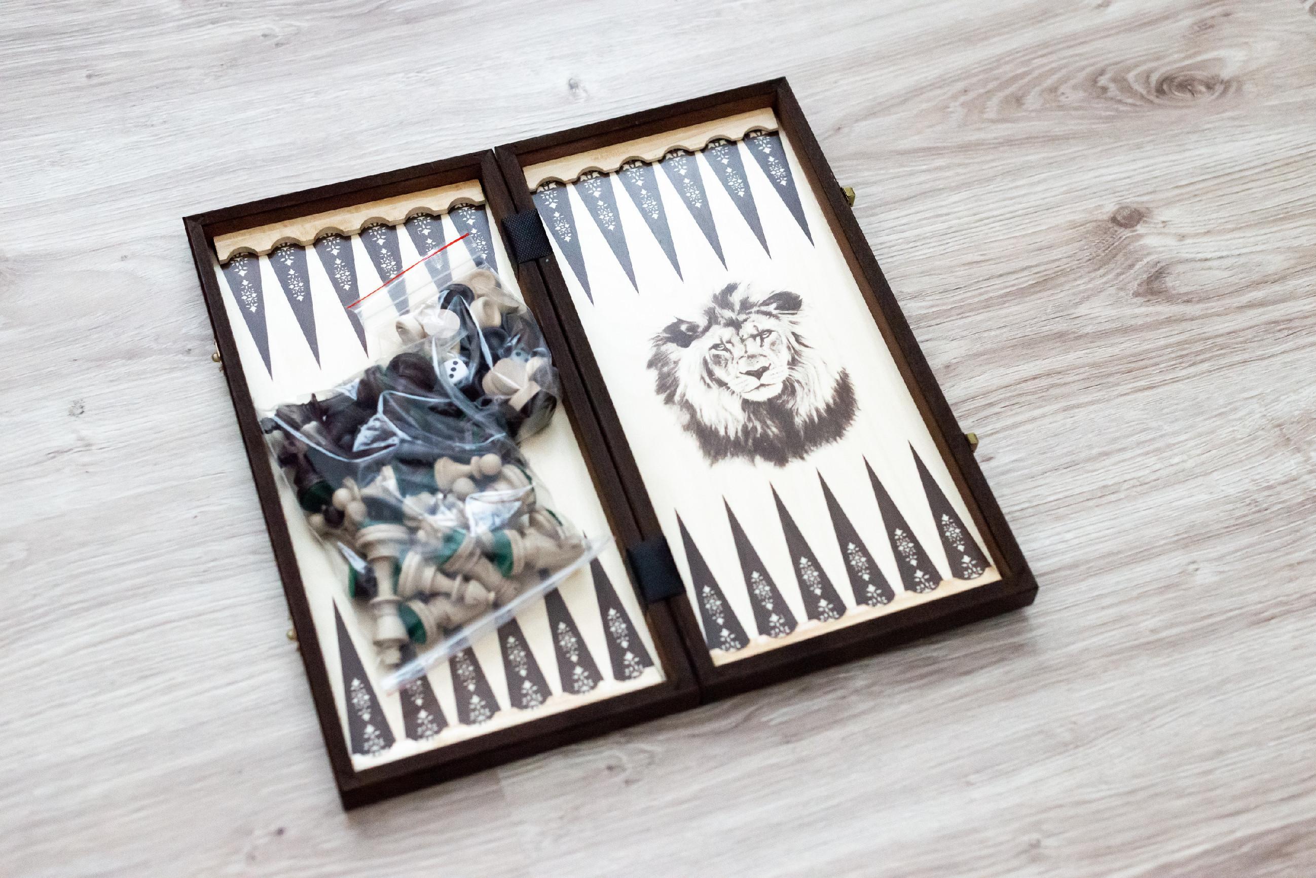 Drevené šachy a Backgammon