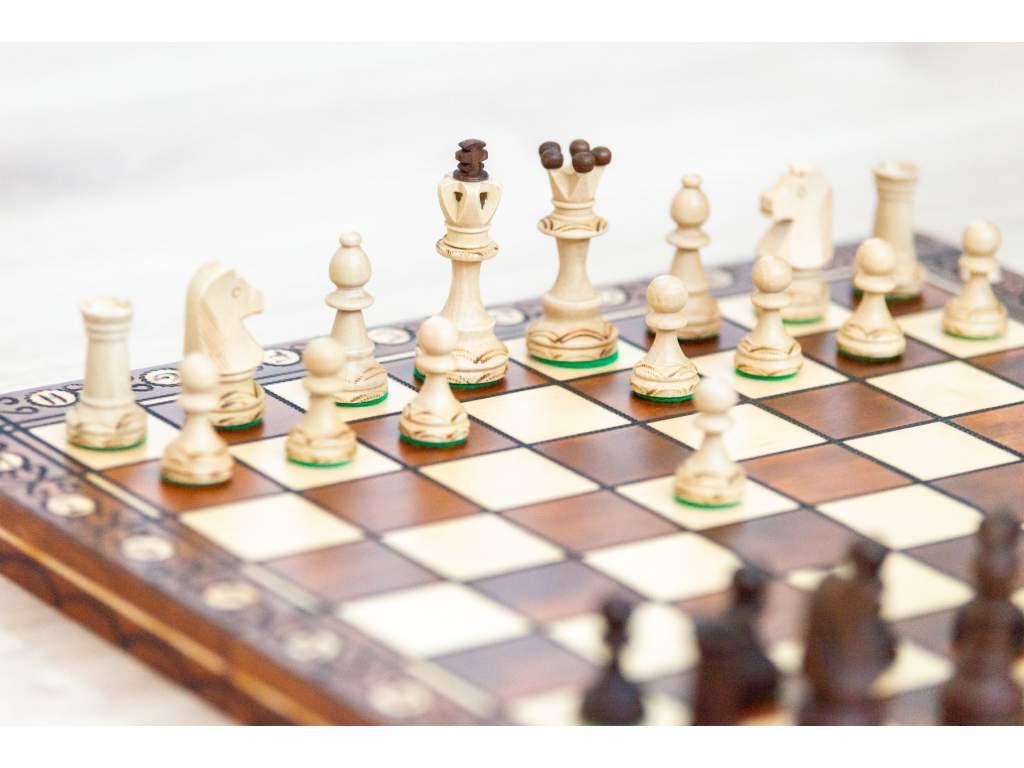 Drevený šach s ozdobou  + doprava zdarma