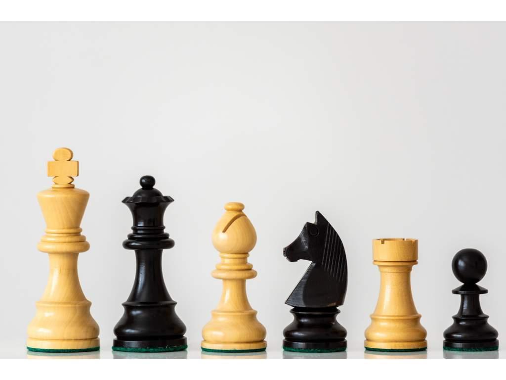 Šachové figúrky PROFESIONÁL z agátu ebonizované  + doprava zdarma