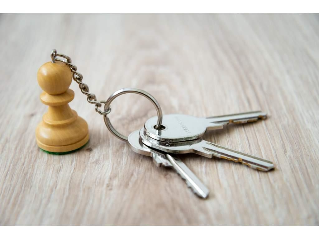Drevená šachová kľúčenka
