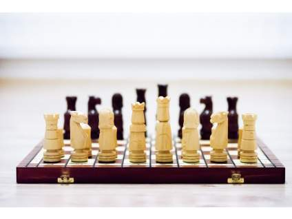 Drevený šach Zbrojnoši