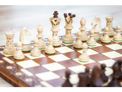 Drevené šachy kráľovská súprava  + doprava zdarma + darček