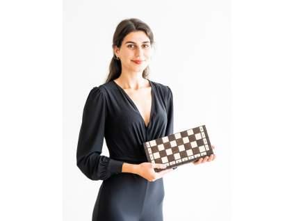 drevená šachová súprava, menšia skladacia šachovnica s úložným priestorom pre figúrky, javorové drevo