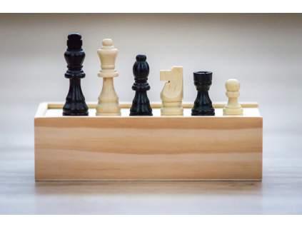 Drevené šachové figúrky klasik stredné v krabičke  + doprava zdarma