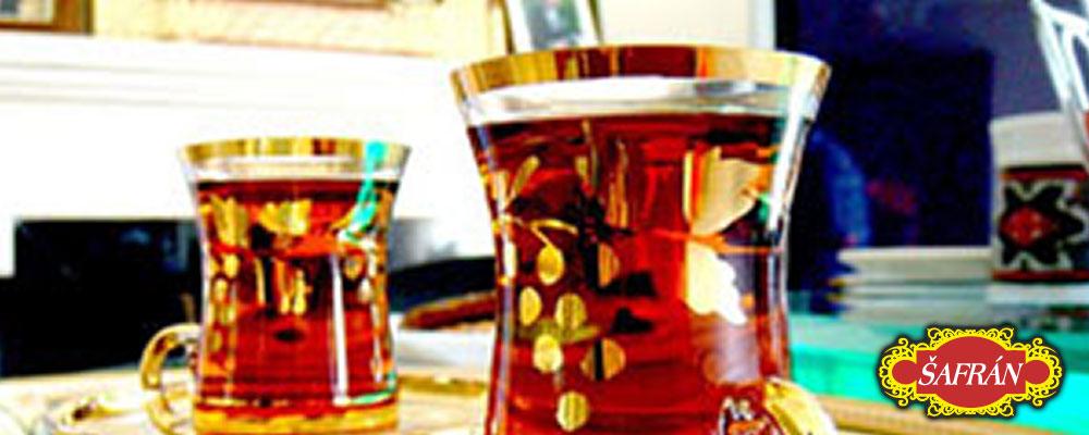 šafránový čaj ve skle