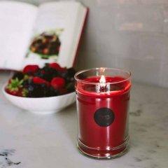 Bridgewater candle company Vonná svíčka Tickled Pink (růžové květy), 85 hodin
