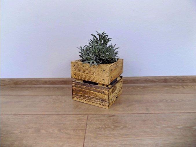 Dřevěná bedýnka Čtvercová 17x17x16 opálená bylinky