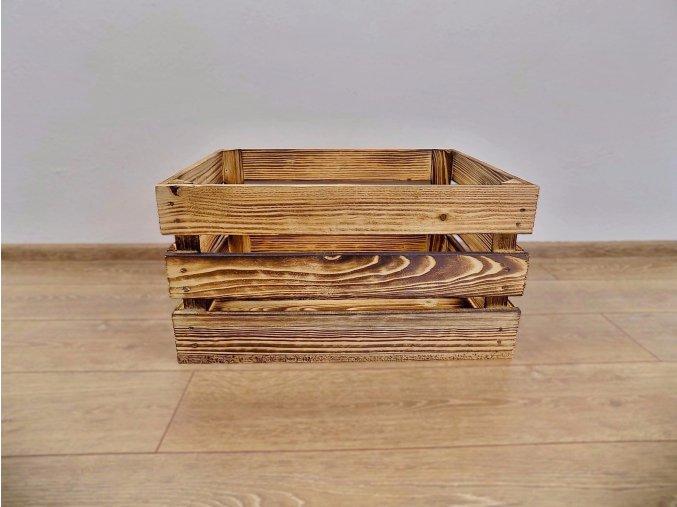Dřevěná bedýnka nižší měří 50x40x25