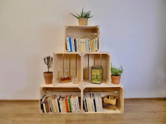 Dřevěná bedýnka knihovna Pyramida malá 120x130x3 cm