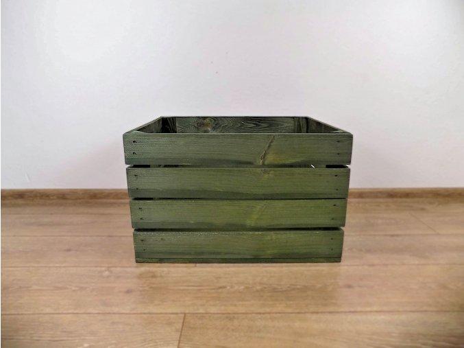 Ze dřeva vyrobená zelenou nabarvená bedýnka