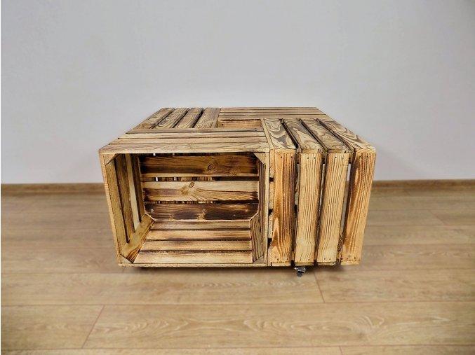 Stůl z dřevěných bedýnek opálený 1