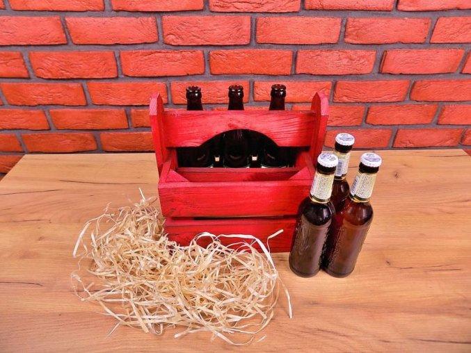 Sytě červená přepravka šesi lahví do ruky