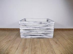 Dřevěná bedýnka s šedo bílou provance patinou