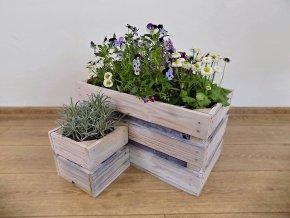 Dřevěné bedýnky truhlík a květináč shabby schic