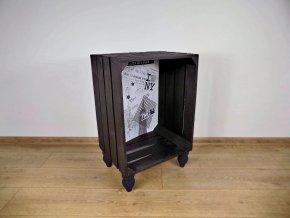 Černý designový odkládací stolek pohled zepředu