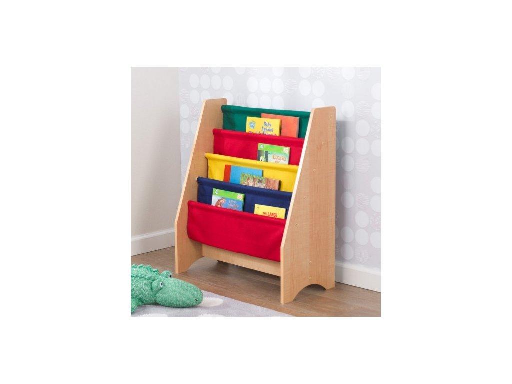 Knihovna s lákovými policemi barevná