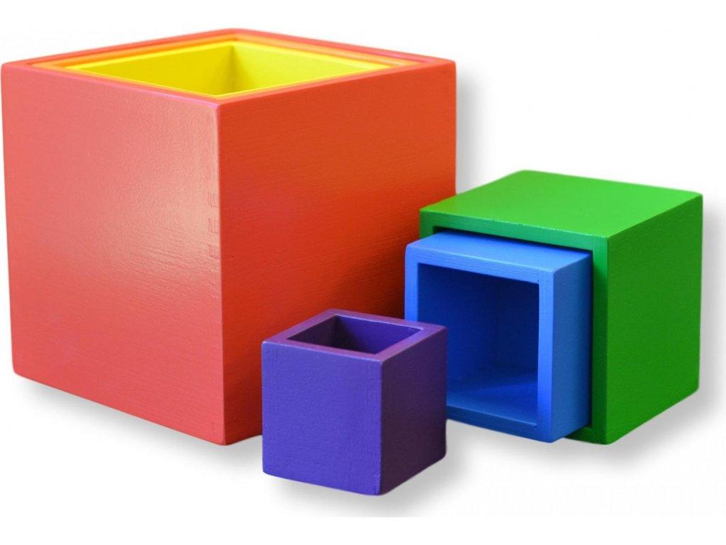 Stohovací barevné boxy