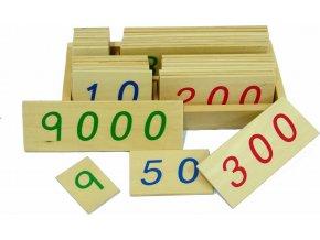 Malé dřevěné karty s čísly 1-9000