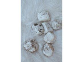 Tromlovaný Howlit bílý - magnezit