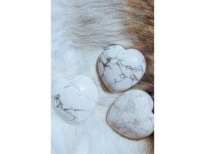 Howlit bílý (magnezit) srdce