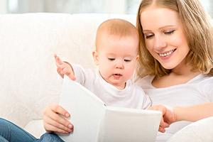 Kdy, jak a co začít číst dětem?