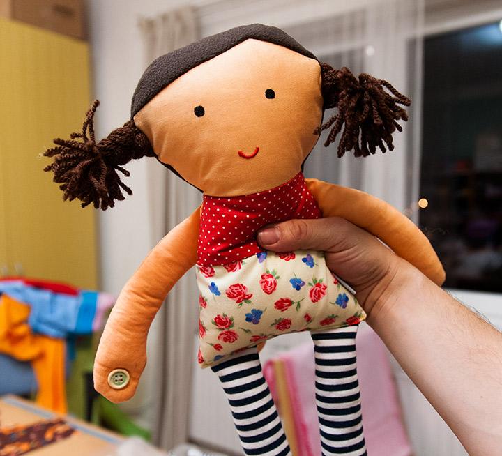 hračka panenka