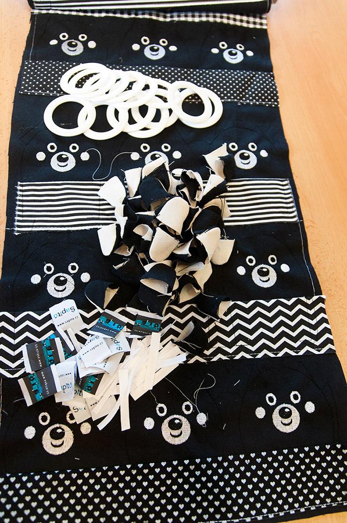 černobílá hračky pro novorozence