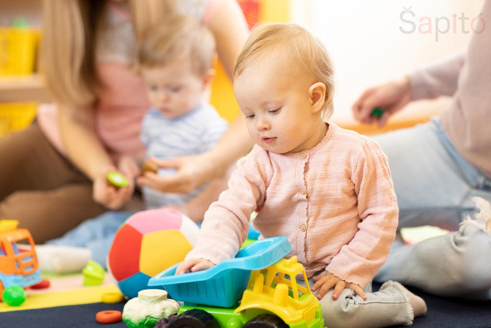 co zvládne roční dítě
