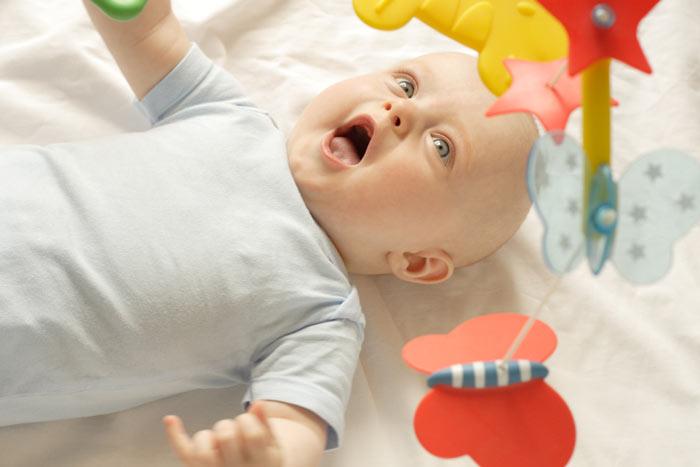 hračky pro 5 měsíční miminko