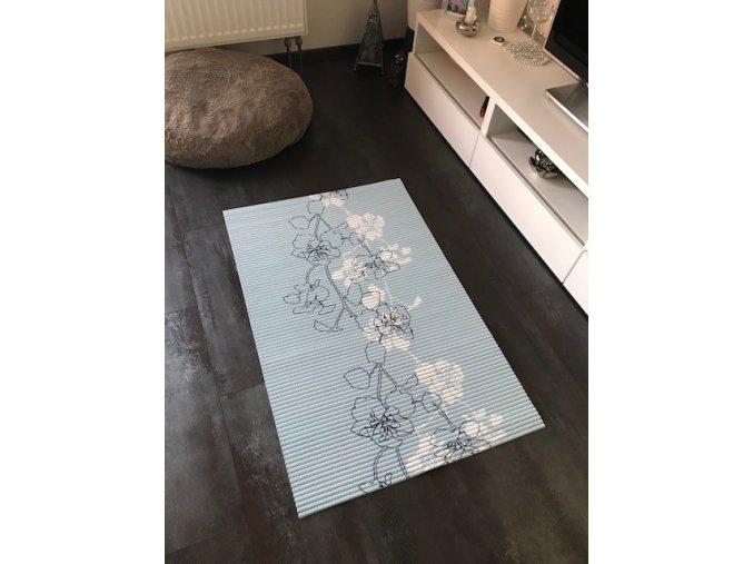 Květy modrá pěnová koupelnová předložka Sareha