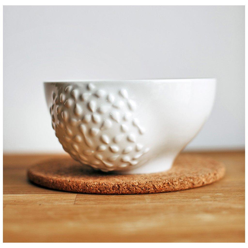 Porcelánová miska s reliéfem