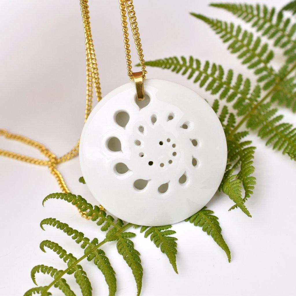 porcelánový náhrdelník