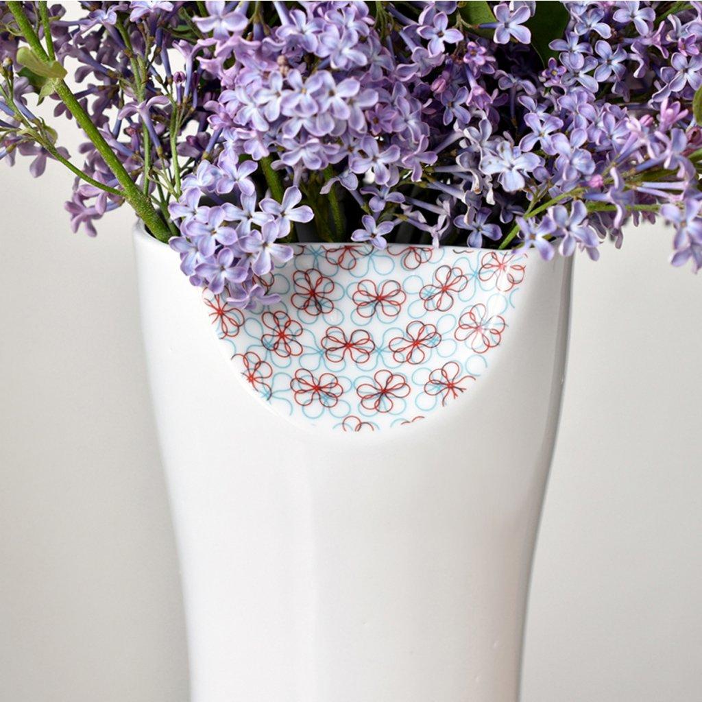 porcelánová váza s jemným dekorem
