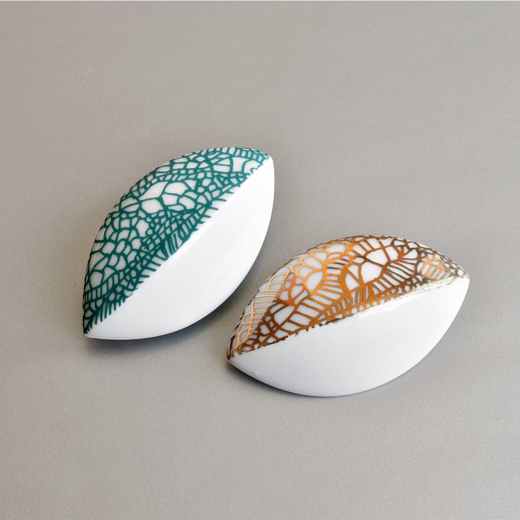 porcelánové brože listy