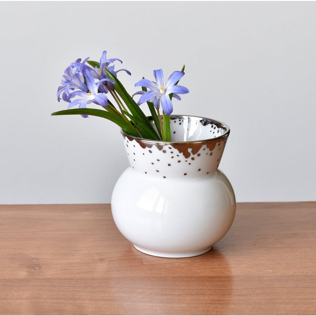 malá váza na jarní květy s platinou