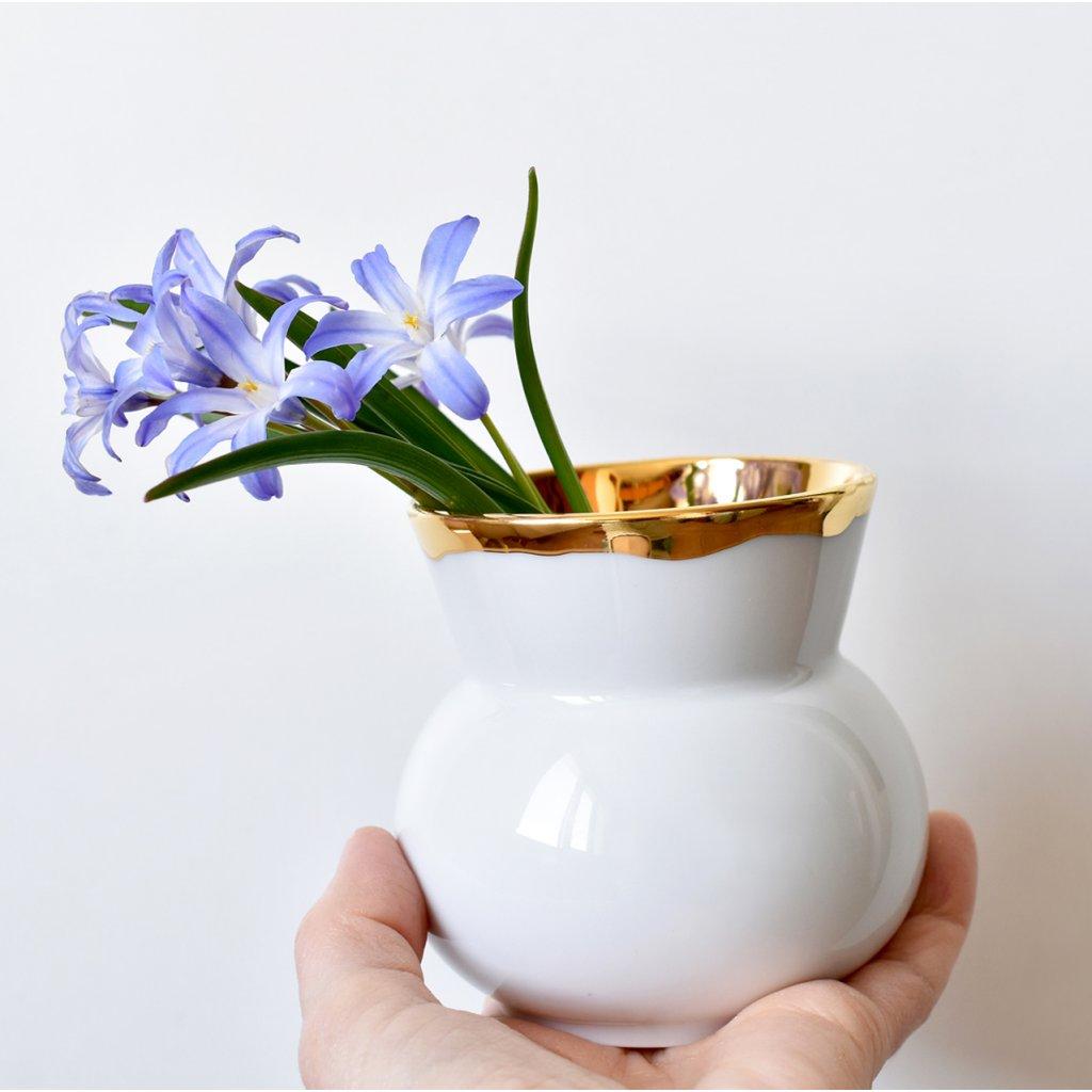 malá porcelánová váza zlatá