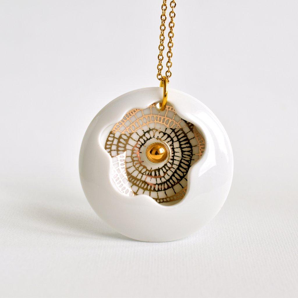 Porcelánový náhrdelník z kolekce Introvert