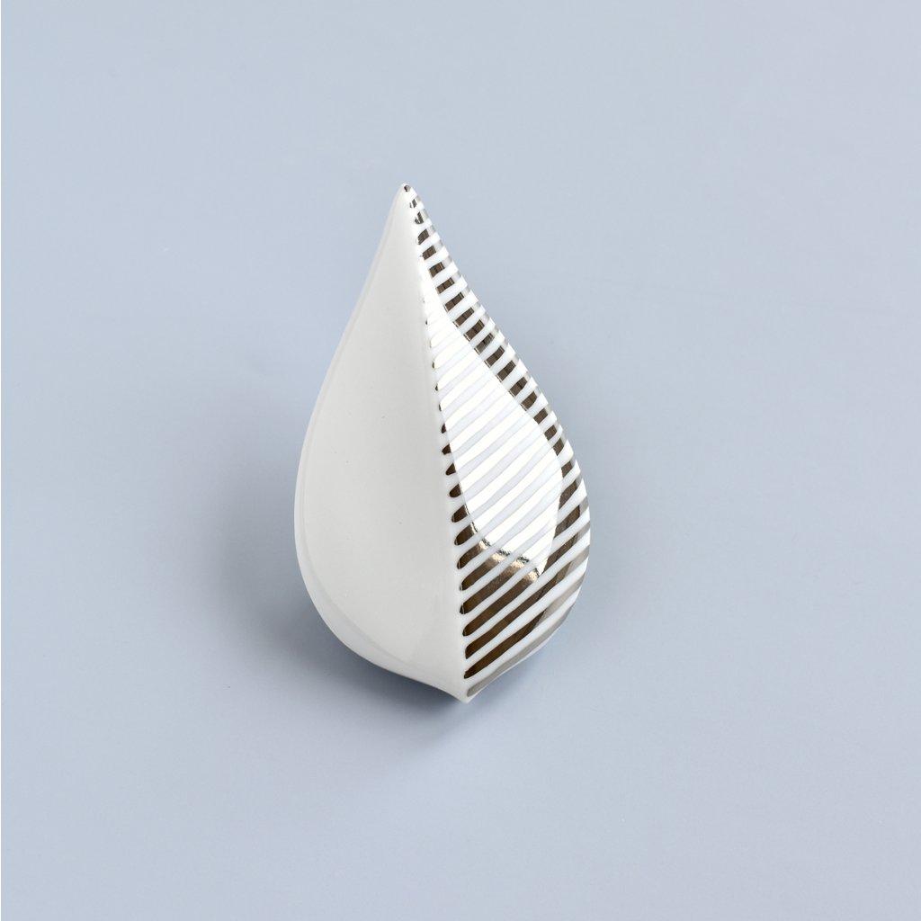 Minimalistická porcelánová brož Leaves