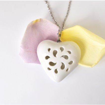 porcelánový přívěsek tvaru srdce