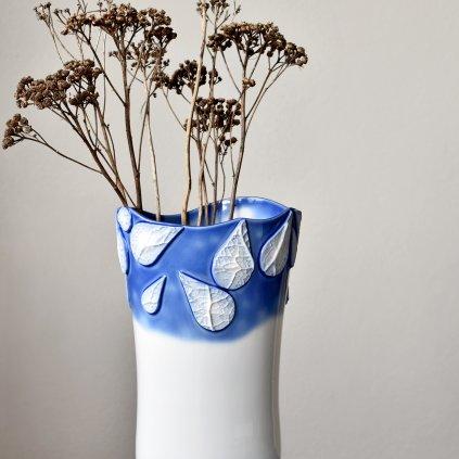 ručně vyrobená modrá porcelánová váza