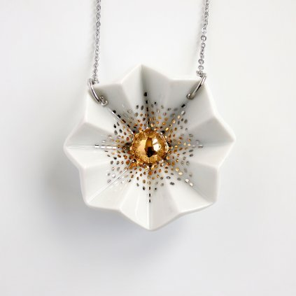 porcelánový náhrdelník se zlatem
