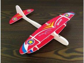Dvouplošníkové penové lietadlo s motorom