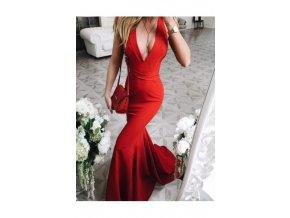 druhá fotka červených šatů Francy ve stoje